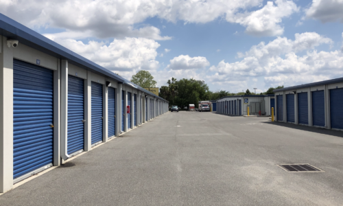 Roll-up self storage units in Oxford, FL.