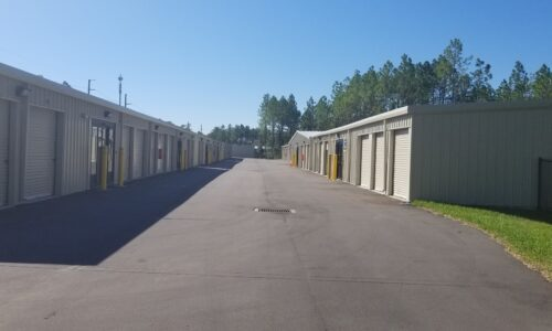 Drive-up storage units in Ponte Vedre, FL.